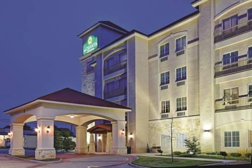 Hotels Near Dfw Airport With Shuttle Service And Free Parking